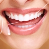 Wie pflegt man Zahnimplantate richtig und behält sie ein Leben lang?