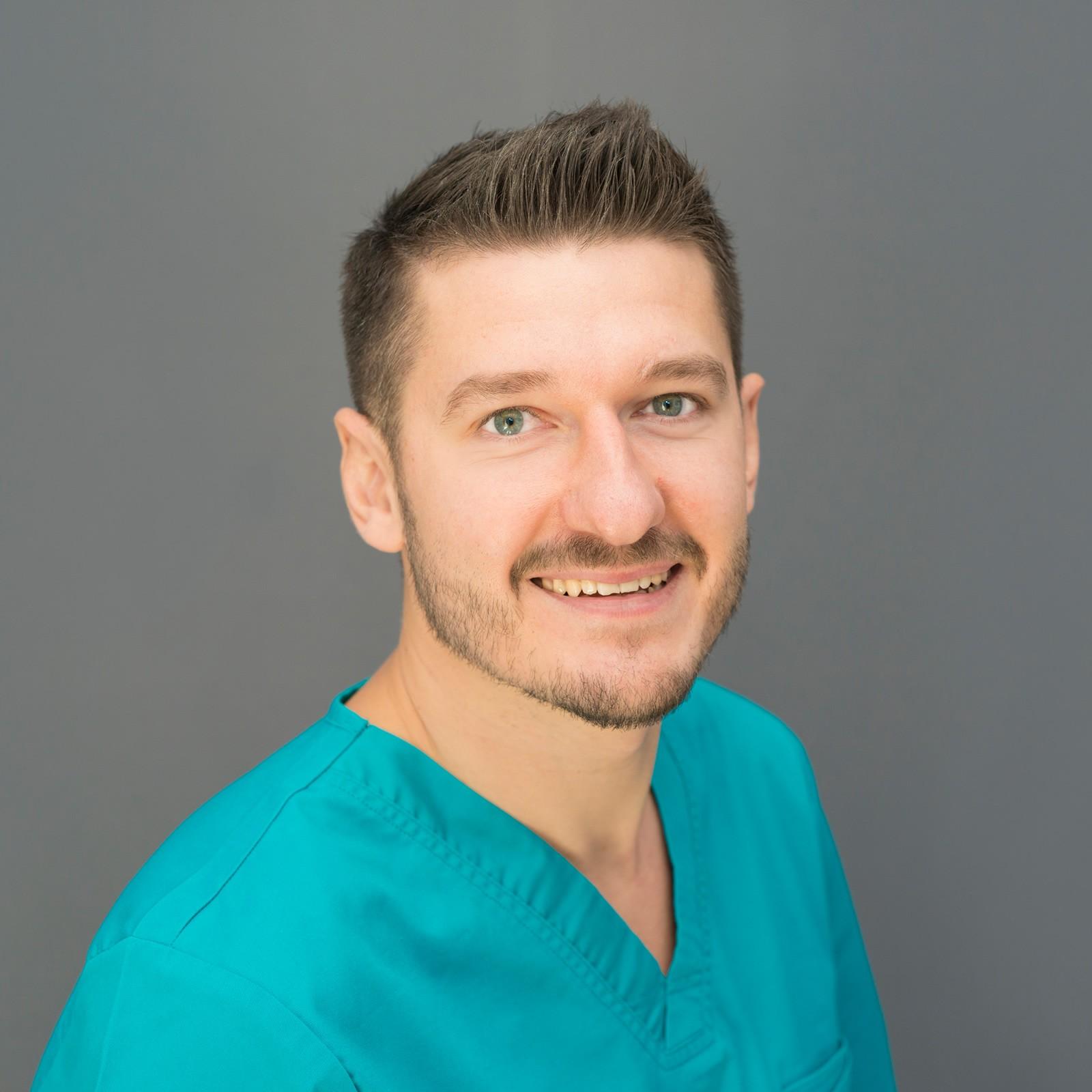 Dr. Andrej Galanov