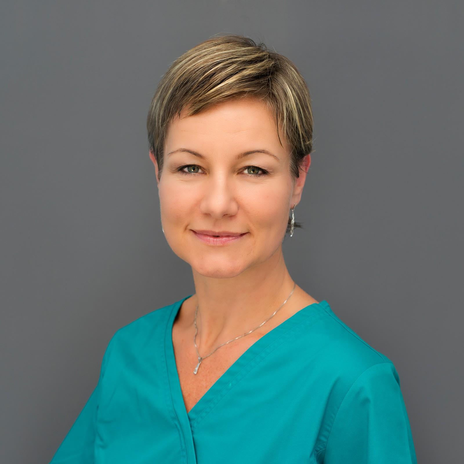 Dr. Cecília Várnagy